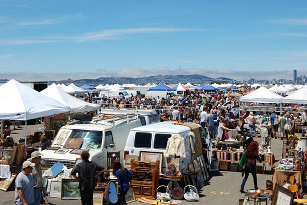 """Image via <a href=""""http://www.alamedapointantiquesfaire.com/index.php"""">Alameda Point Antiques Faire</a>"""