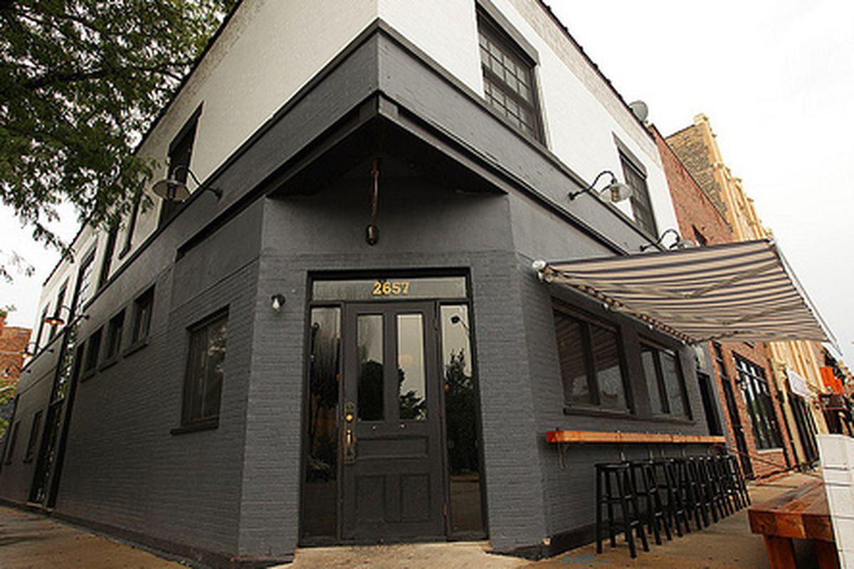 A corner restaurant painted grey
