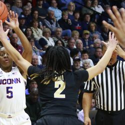 The Vanderbilt Commodores take on the UConn Huskies in Basketball Hall of Fame Women's Showcase at Mohegan Sun Arena in Uncasville, CT on November 17, 2018.