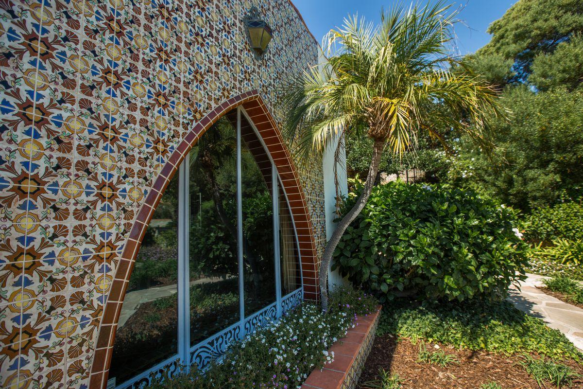 The first Malibu beach house - Curbed LA