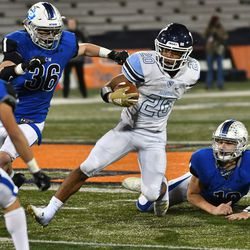 Nazareth's Michael Love (20) gets past St. Charles North. Worsom Robinson/For the Sun-Times.