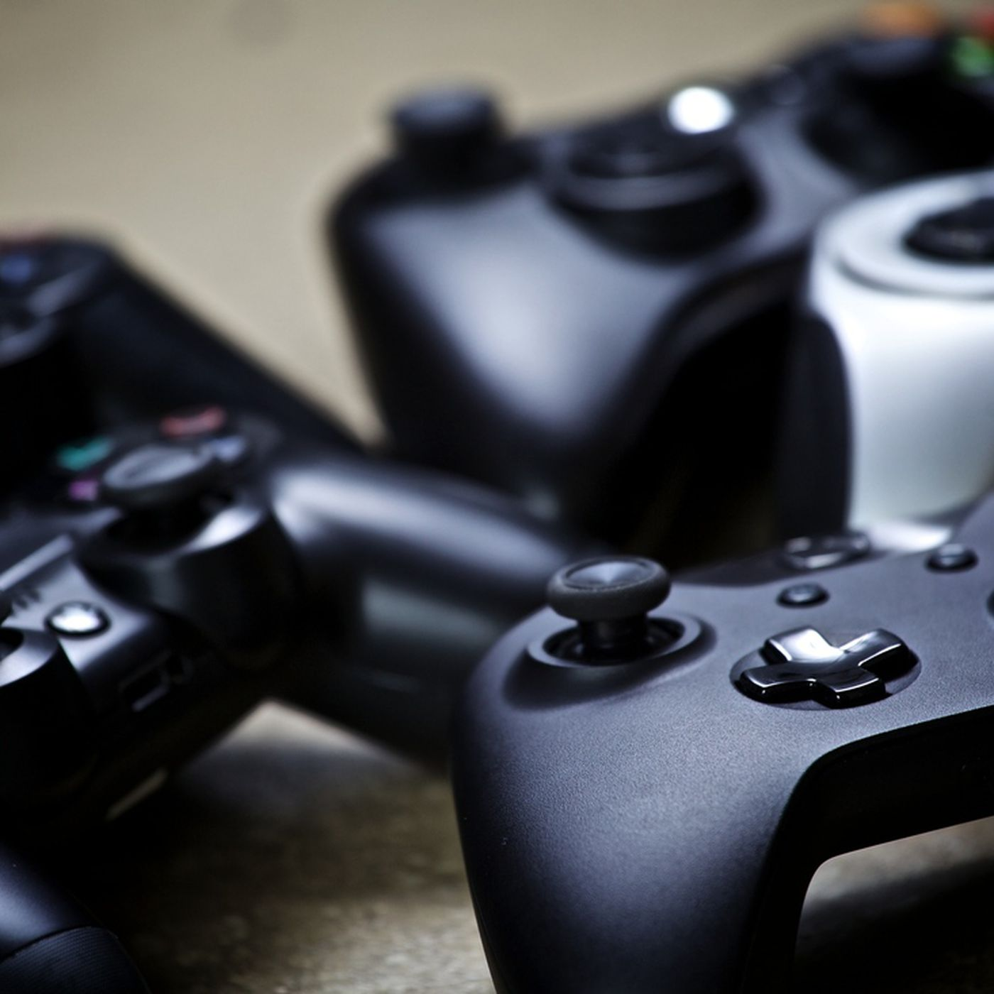 The Xbox One can now find your lost controller - The Verge