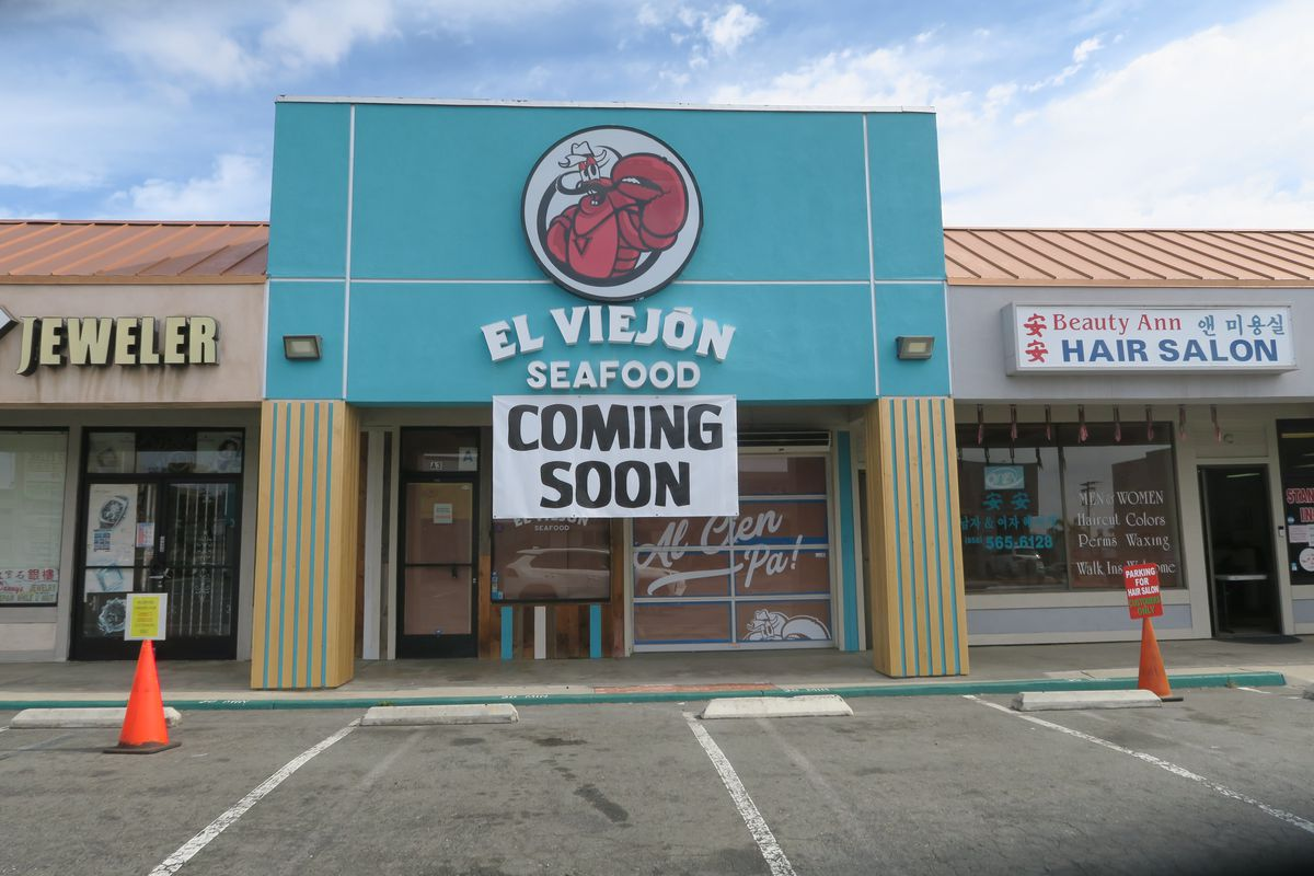 Storefront of El Viejon Seafood on Convoy