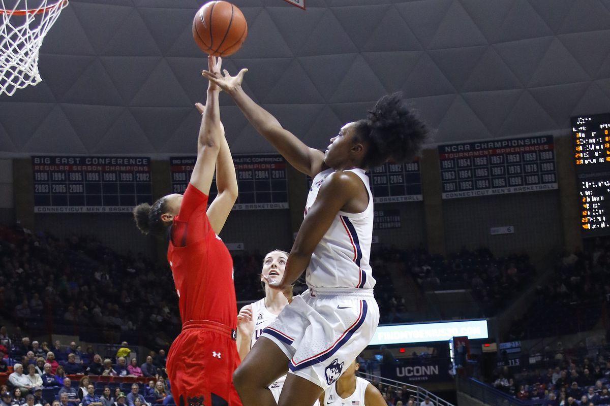UConn Womens Basketball Overwhelms Cincinnati 82 38