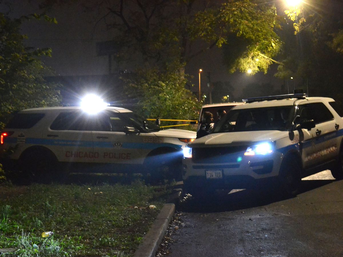Police investigate a shooting about 12 a.m. Sunday, October 28, 2018 in the 4700 block of West Polk Street in Chicago. | Justin Jackson/ Sun-Times
