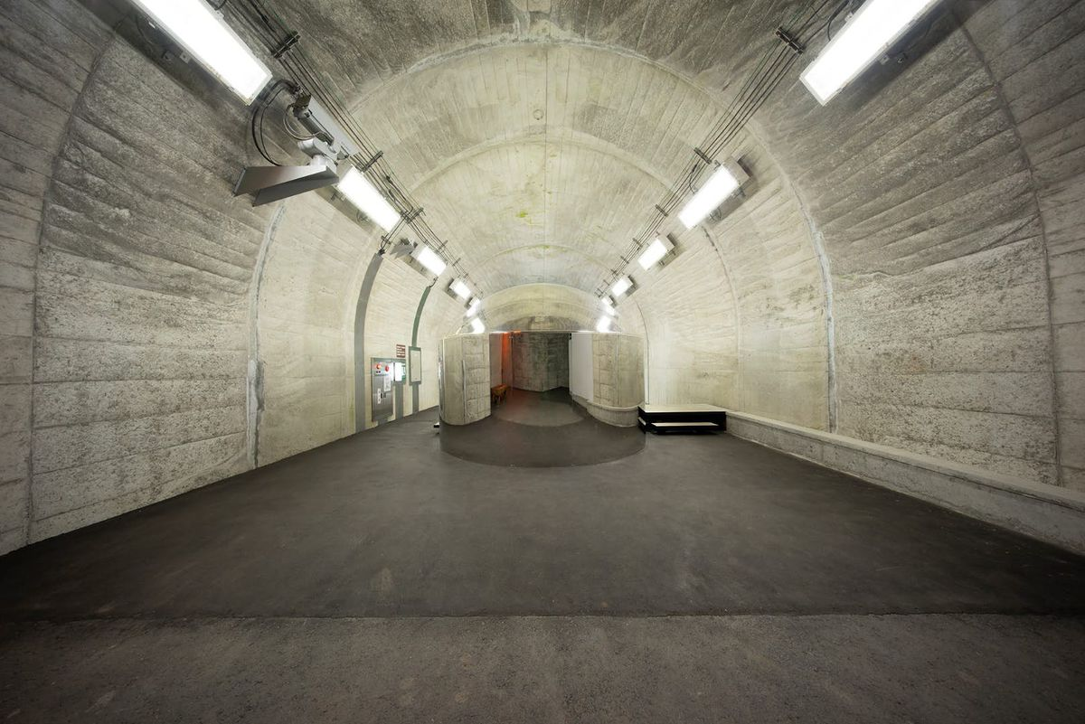 Grey tunnel with one-way mirror