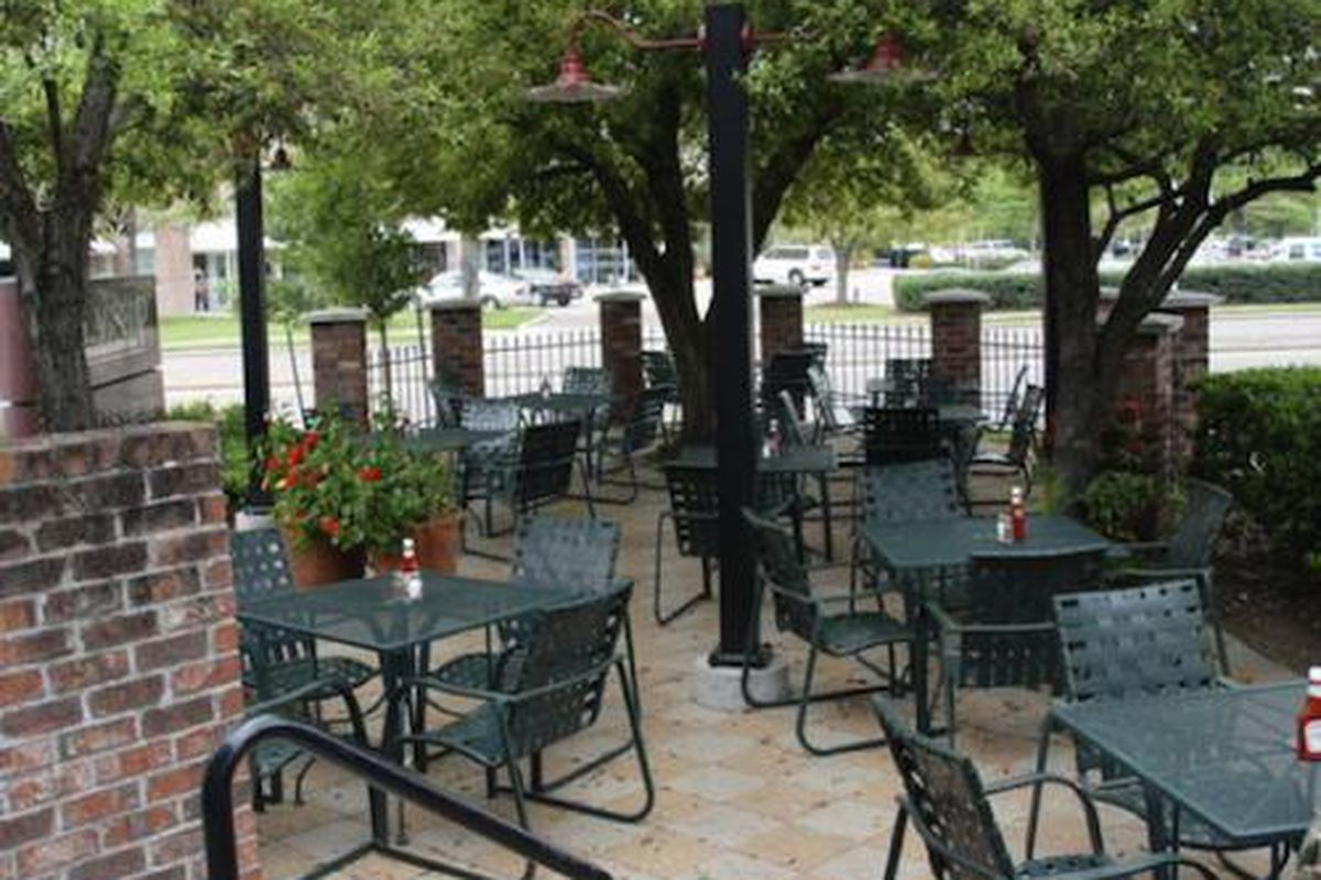 The patio at Buffalo Grille on Voss.