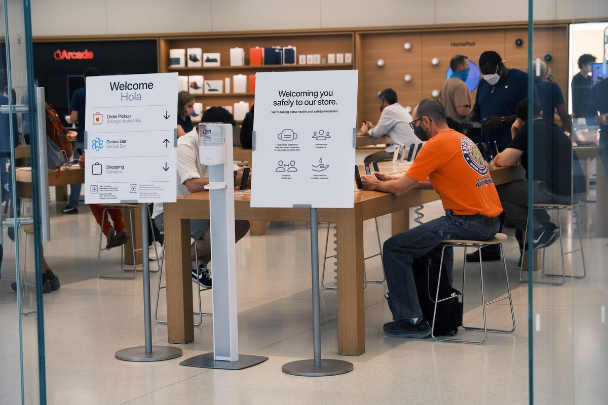 Apple Requires Masks Be Worn At Most Stores After New CDC Recommendations