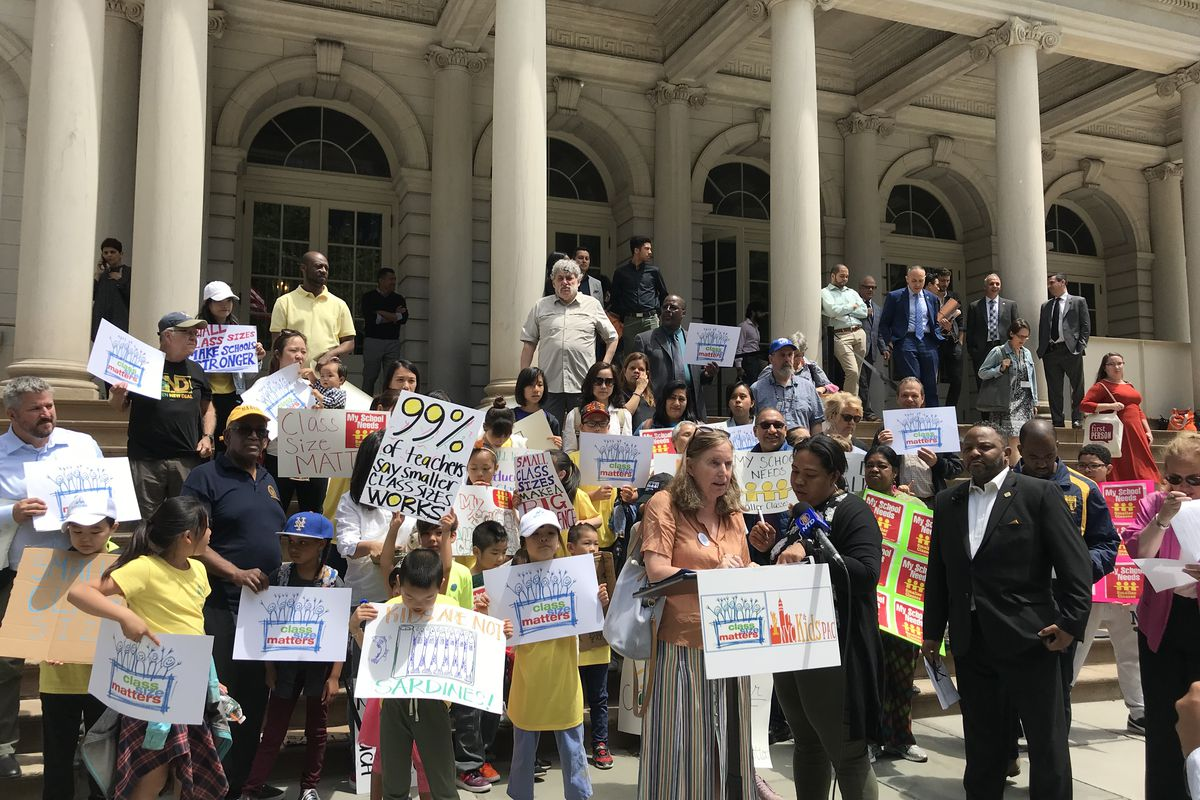 Advocates and lawmakers rallied on the steps of City Hall this Tuesday to call on the mayor to allocate more funds toward reducing classroom overcrowding.