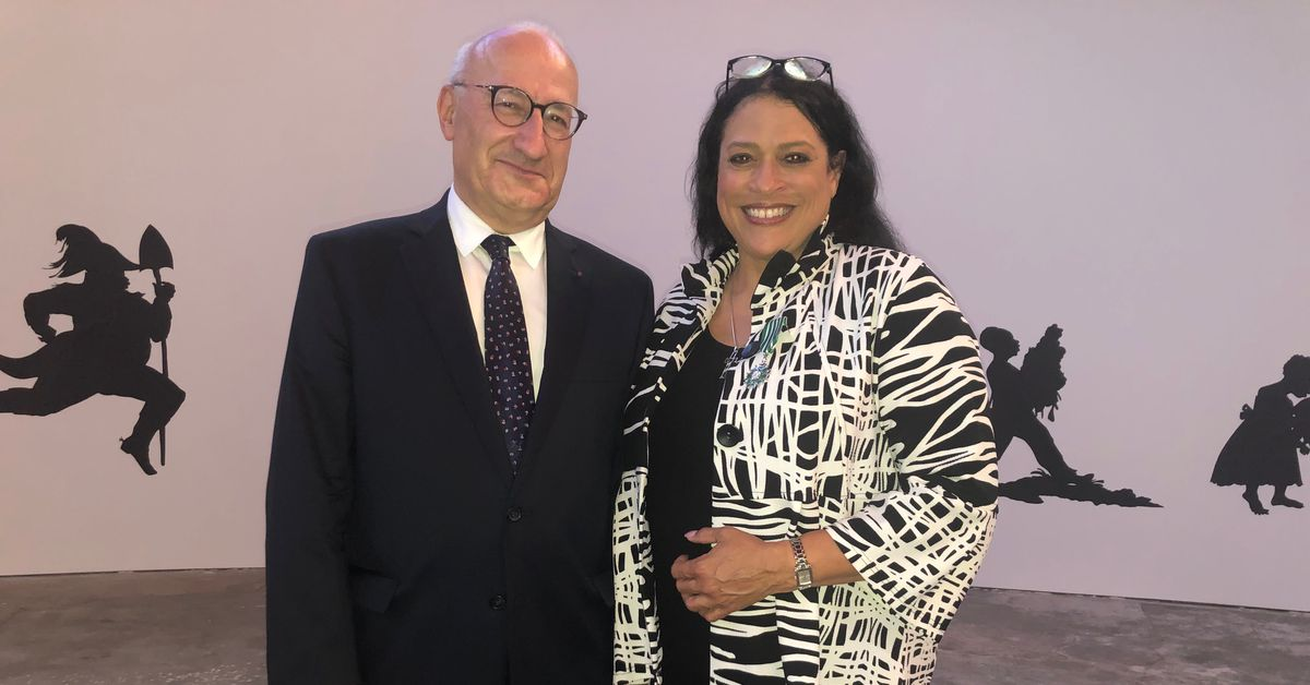 French ambassador awards DuSable Museum CEO France's highest honor in arts