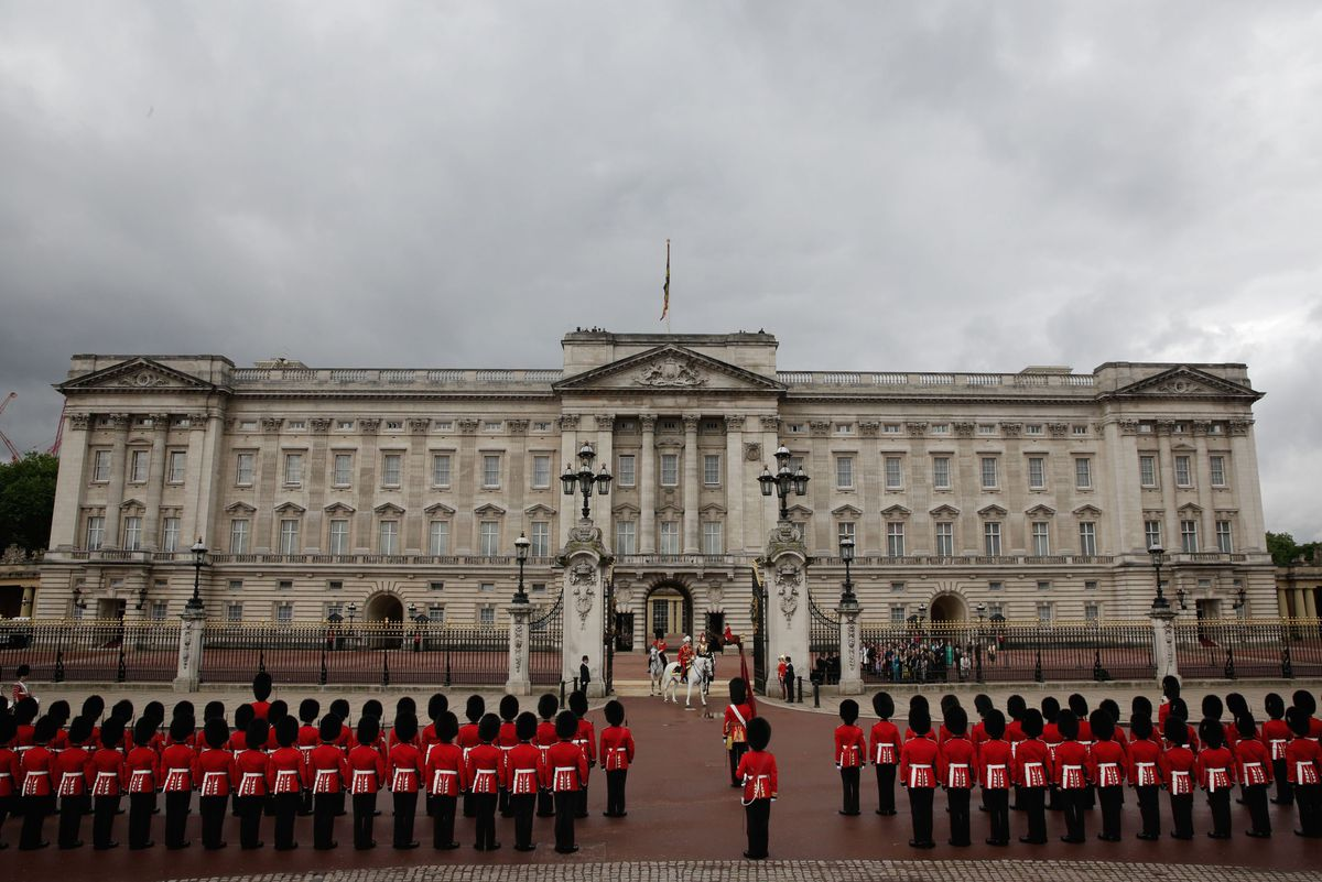 LONDON, ENGLAND - JUNE 04: A Guard of Honour lines up in formation outside Buckingham Palace on June 4, 2014 in London, England. (Photo by Matthew Lloyd/Getty Images)
