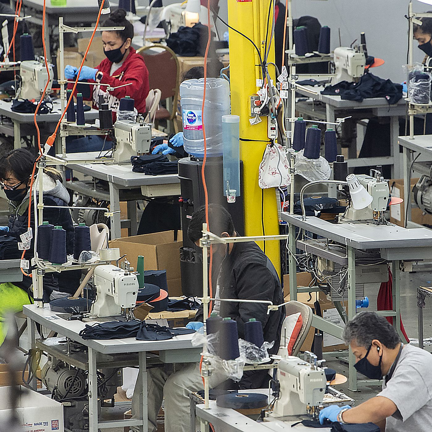 How Factories Are Making Face Masks Ventilators And Hand Sanitizer Vox