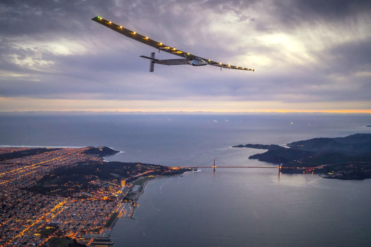 Stunning photos of the solar-powered plane that just flew across the Pacific