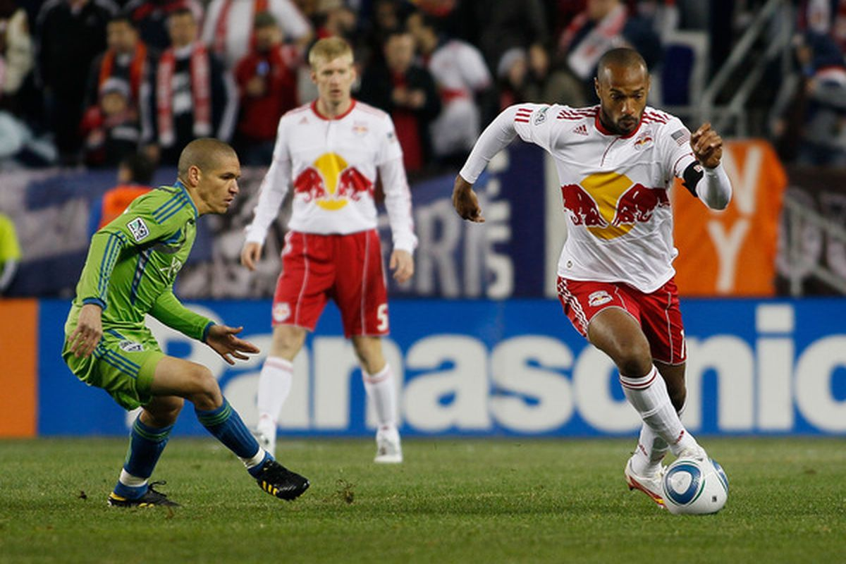 Thierry Henry is back for New York, how will he combine with Dwayne De Rosario? (Photo by Mike Stobe/Getty Images for New York Red Bulls)