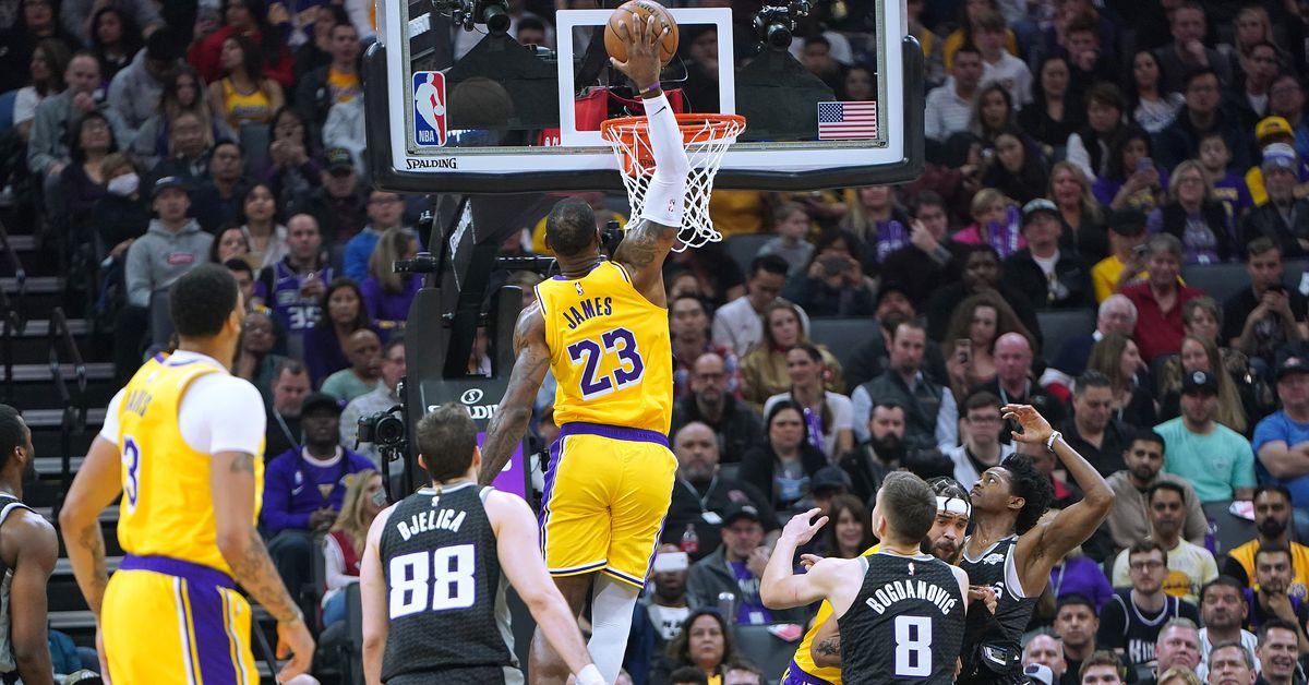 Lakers Vs Kings Final Score L A Snaps Losing Streak On