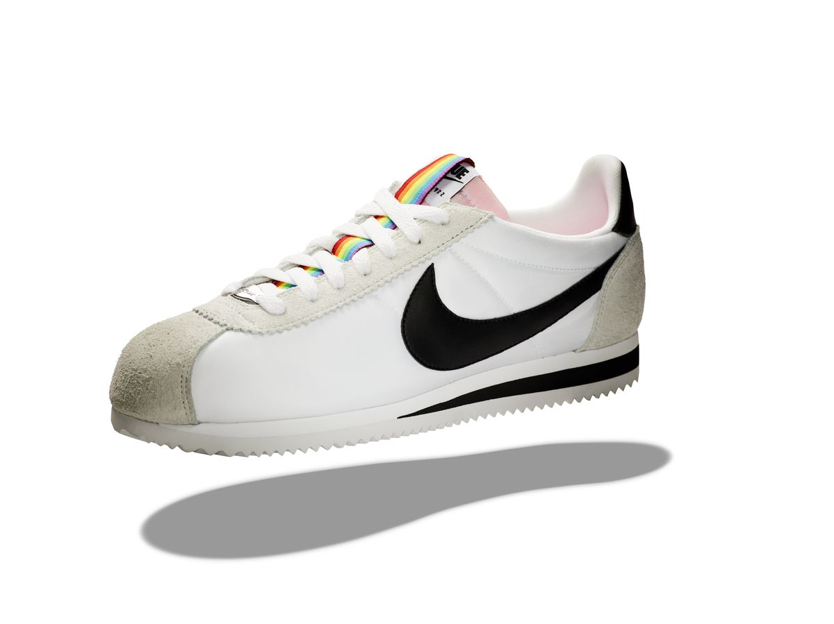 c62f8c66543f36 Nike Classic Cortez BE TRUE  The original running and sports style icon  adds a rainbow ribbon to exhibit pride in every step.