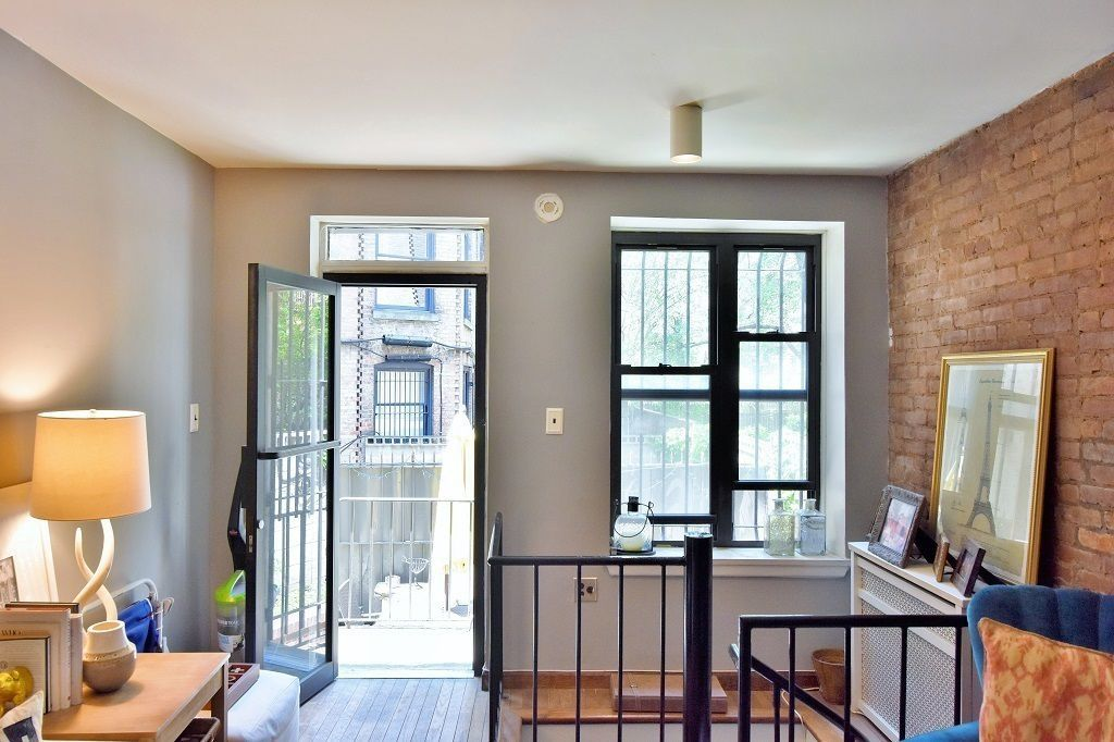 On The Upper West Side A Two Bedroom 1 5 Bathroom Duplex In Prewar Building End Avenue Is Asking 3 400 Month There S Relatively Modest Layout