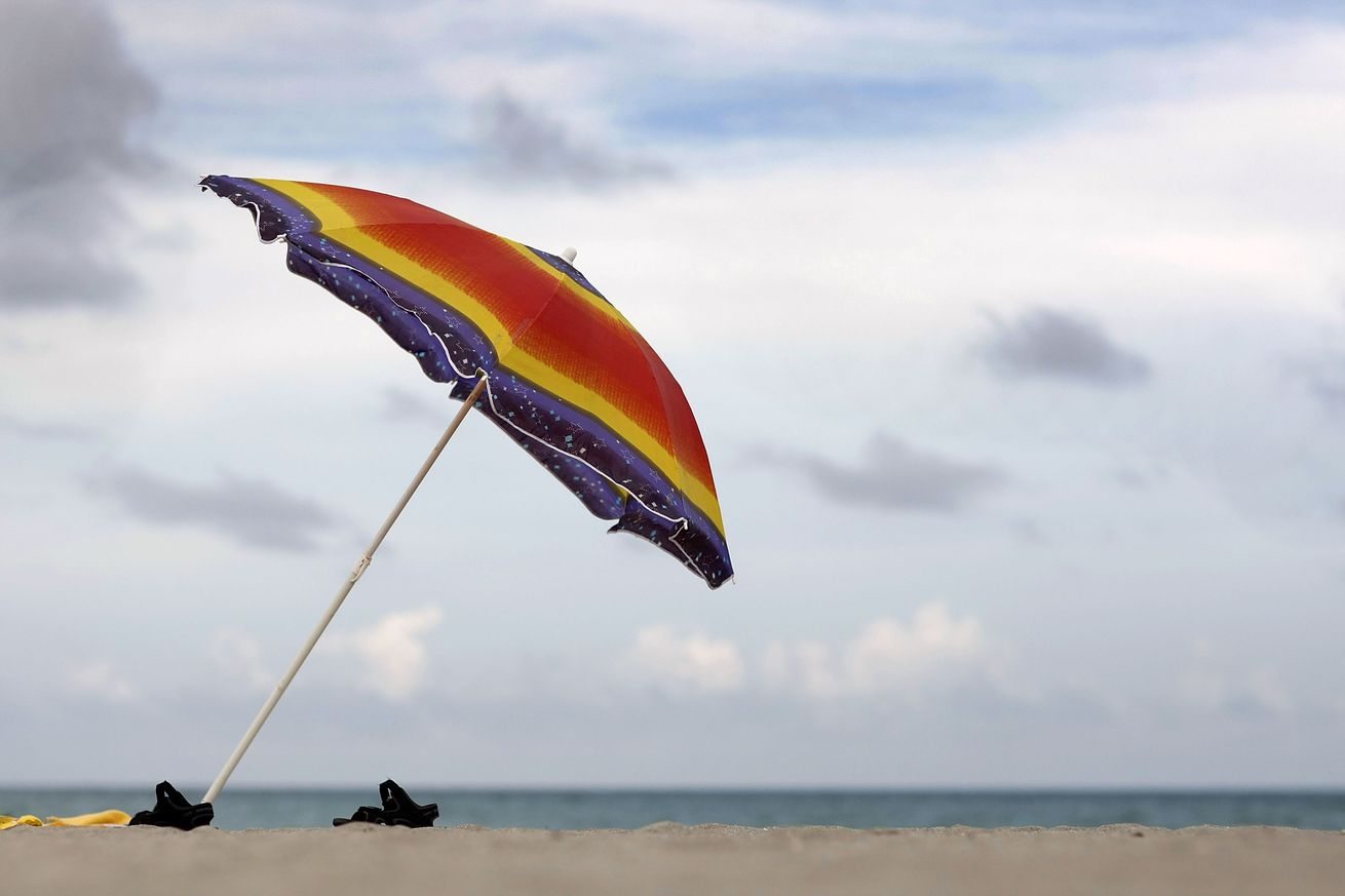 how a beach umbrella fatally impaled a woman with 800 pounds of force
