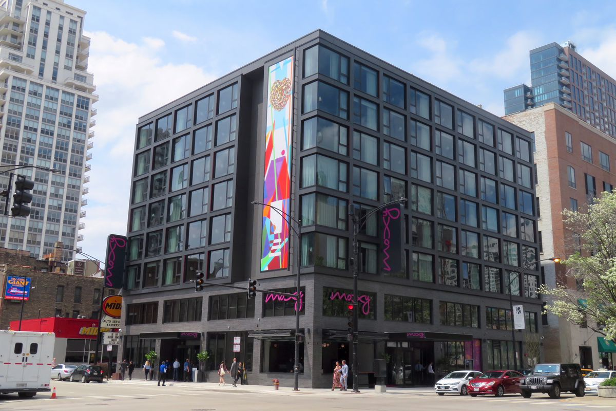 Chicago s moxy hotel opens in river north curbed chicago for River hotel chicago