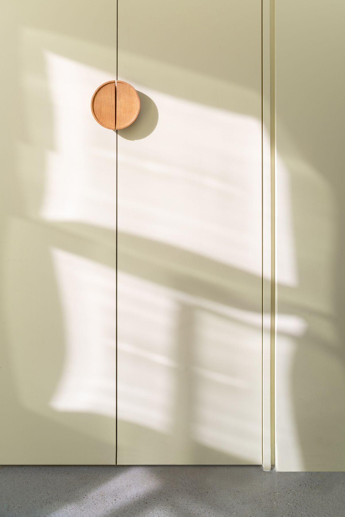 Circular door handles