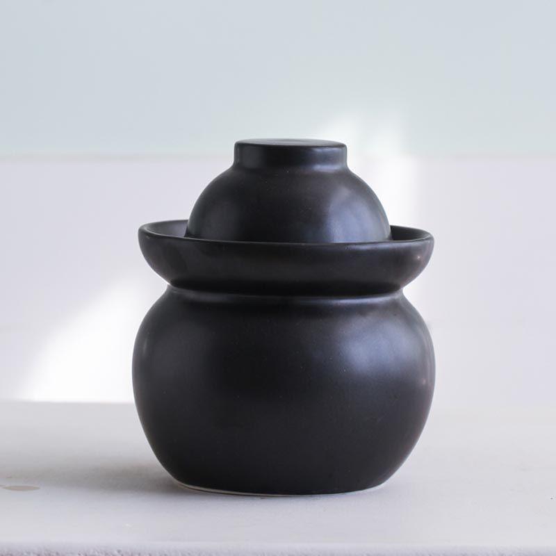 Black kimchi jar