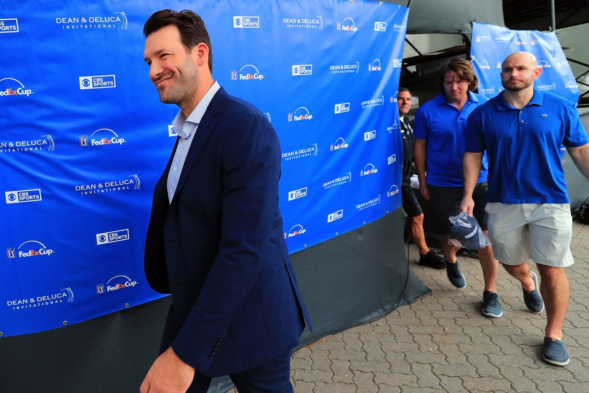 Cowboys welcome Tony Romo back to AT&T Stadium with huge sign
