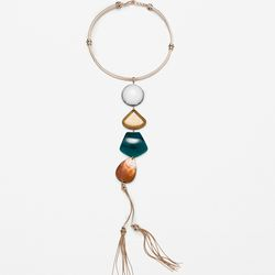 Even more dramatic with the length, this Zara necklace is an easy way to make a night-out look a little more special.