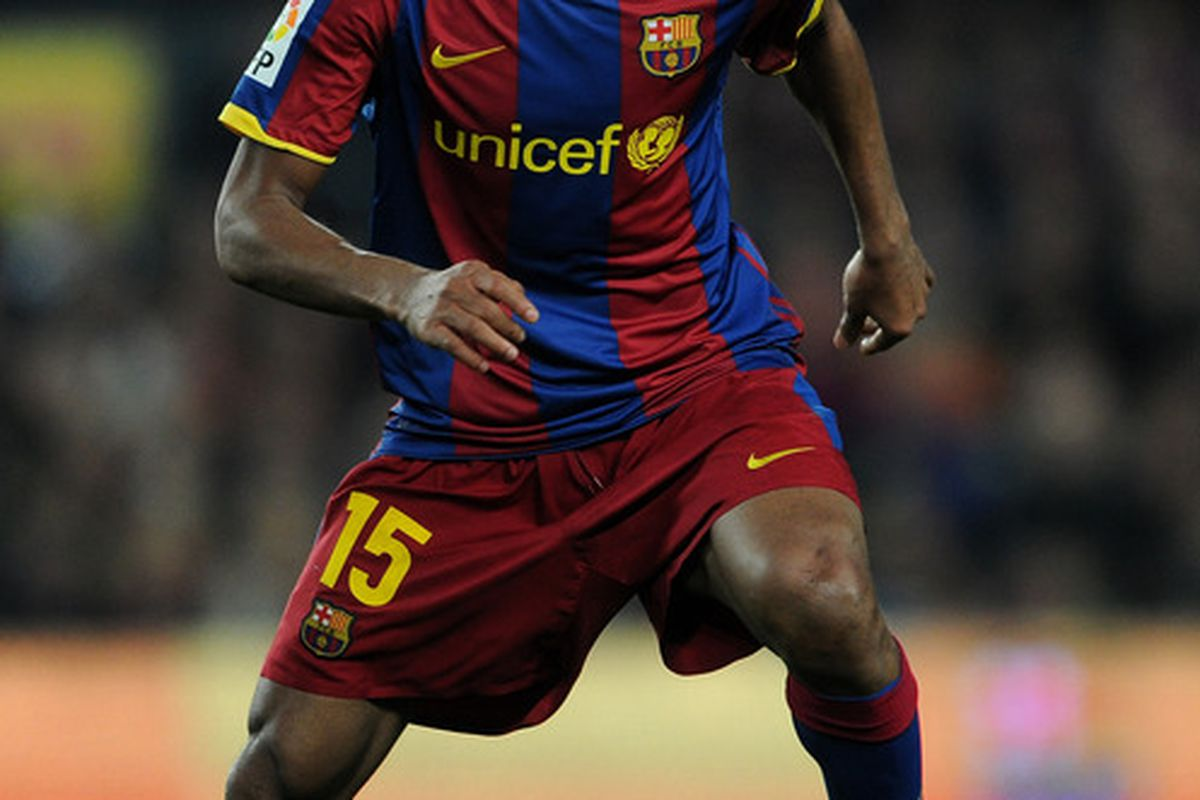 BARCELONA, SPAIN - MARCH 05:  Seydou Keita of Barcelona controls the ball during the la Liga match between Barcelona and Real Zaragoza at the Camp Nou stadium on March 5, 2011 in Barcelona, Spain.  (Photo by Jasper Juinen/Getty Images)