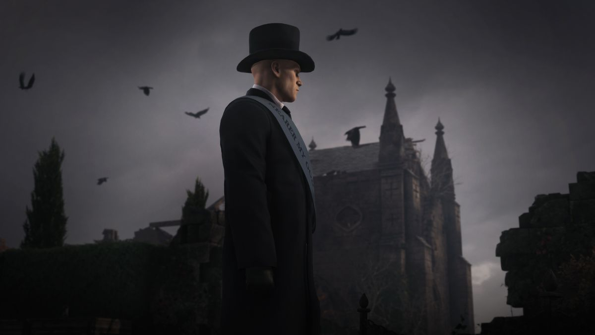 Agent 47, in disguise as an undertaker, stands with Thornbridge Manor in the background and birds flying above him in Dartmoor in Hitman 3
