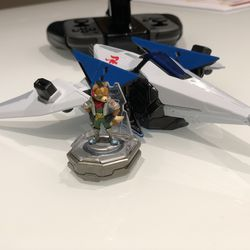 The Arwing and Star Fox figures that are compatible with Starlink. These toys are only available for Nintendo Switch.
