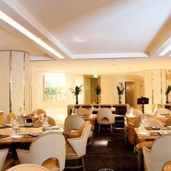 """<a href=""""http://sf.eater.com/archives/2012/07/03/brasserie_sp_fully_ensconced_in_the_mandarin_oriental.php"""">SF: <strong>Brasserie S&P</strong>, Fully Ensconced in the Mandarin Oriental</a> [Aubrie Pick]"""