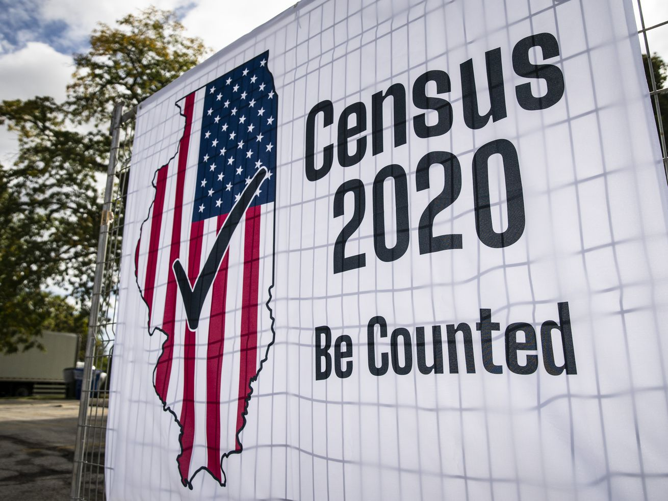 Signs advertising the 2020 Census are posted near South Sacramento Drive and West Roosevelt Road in former Douglas Park on the Southwest Side, Tuesday morning, Sept. 29, 2020.