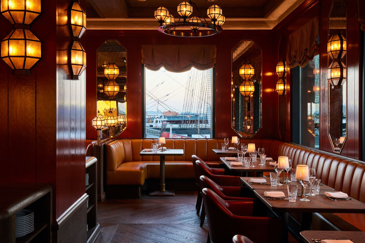 a dining room at the South Street Seaport
