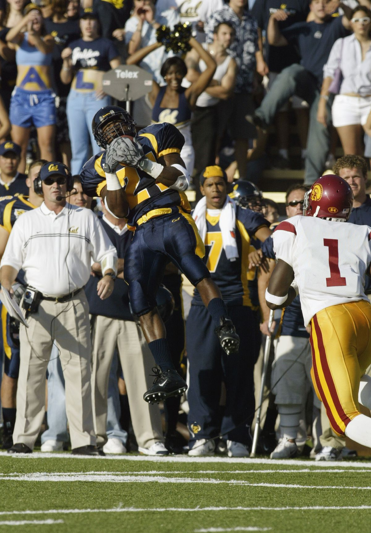 Donnie McClesky intercepts Trojan pass