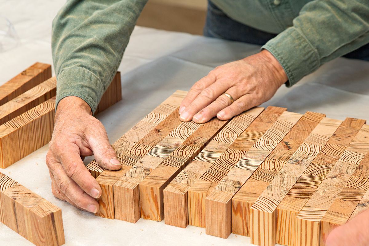 Place the end grain on the wooden strips facing upwards.