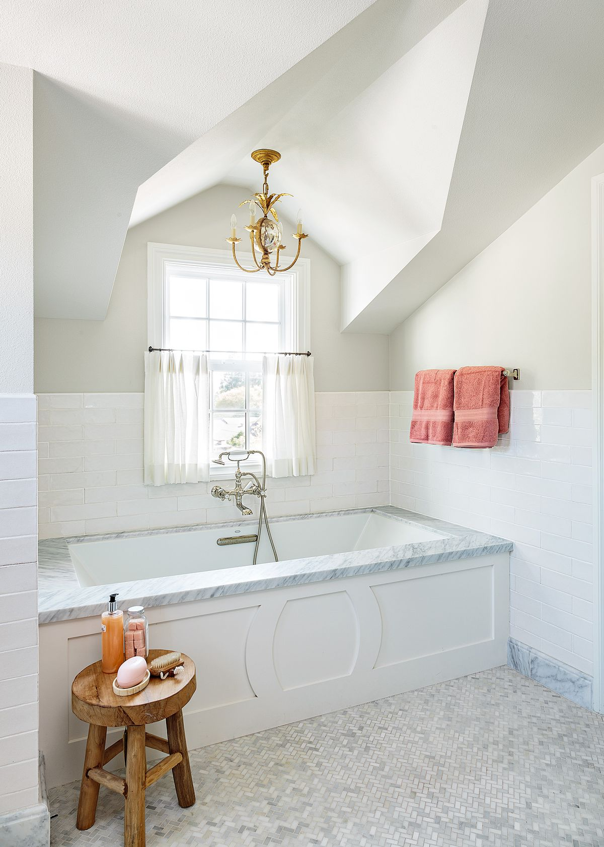 Cape Cod-style house remodel in Los Angeles, CA, master bath