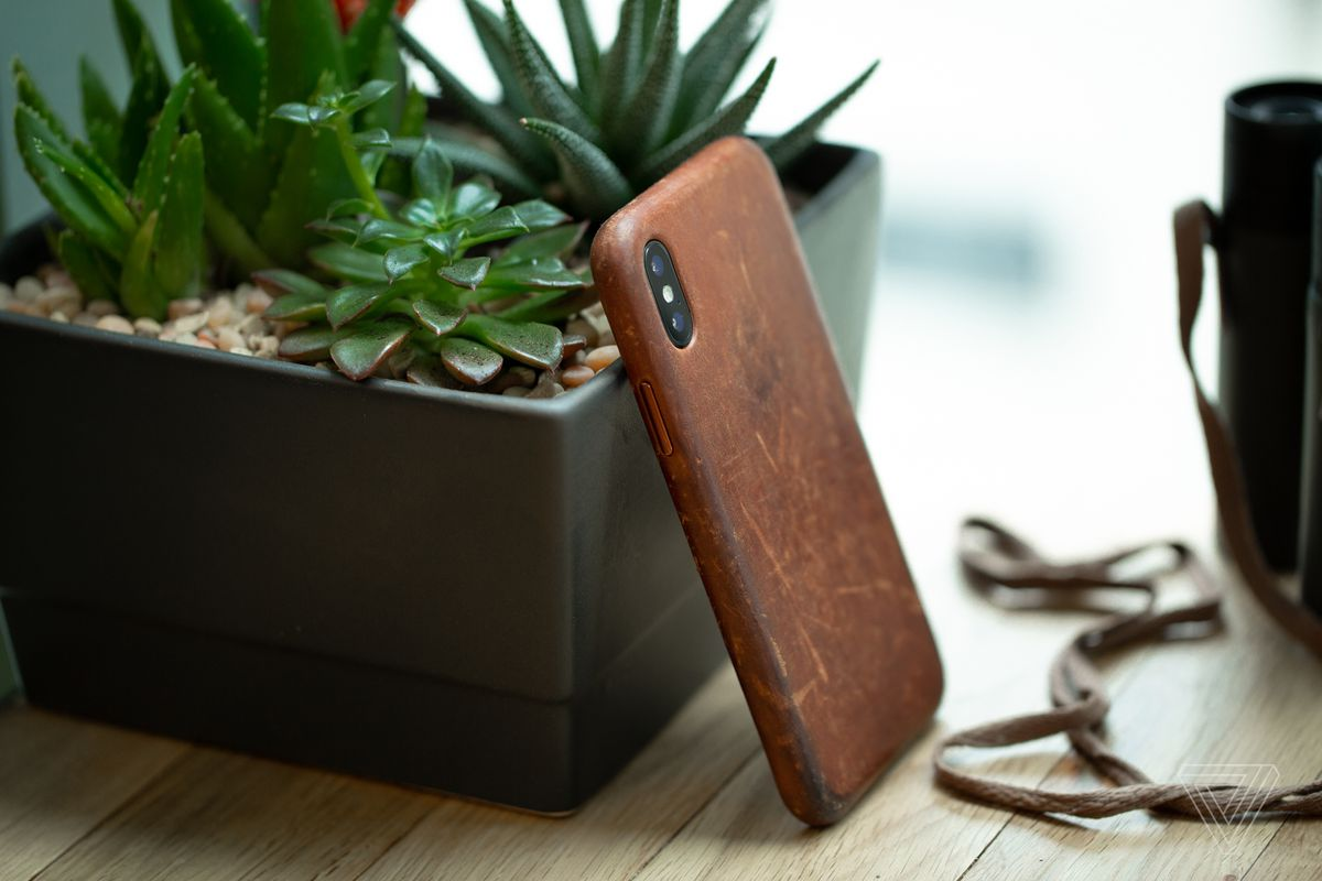 How to get a great patina on your iPhone X leather case - The Verge