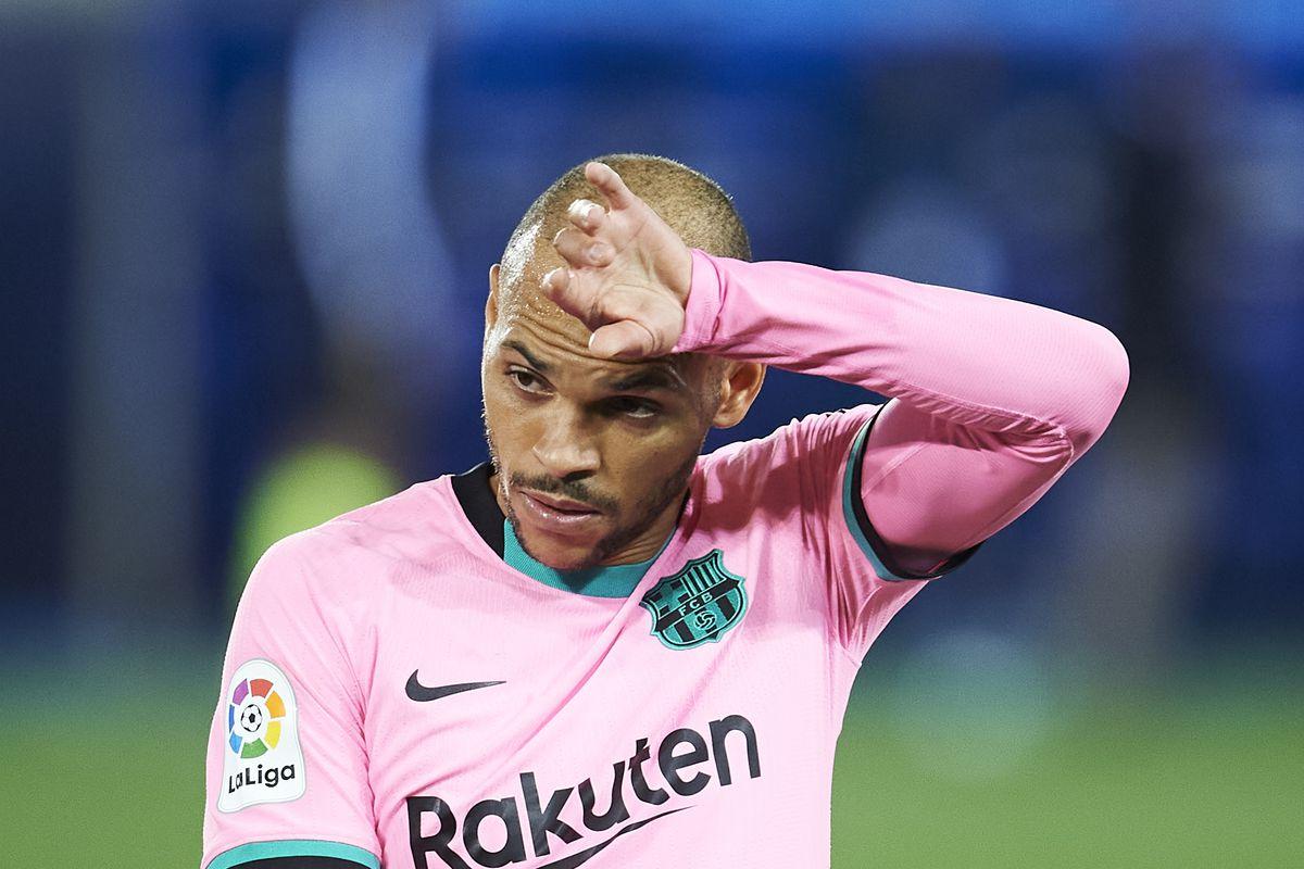 Deportivo Alavés v FC Barcelona - La Liga Santander