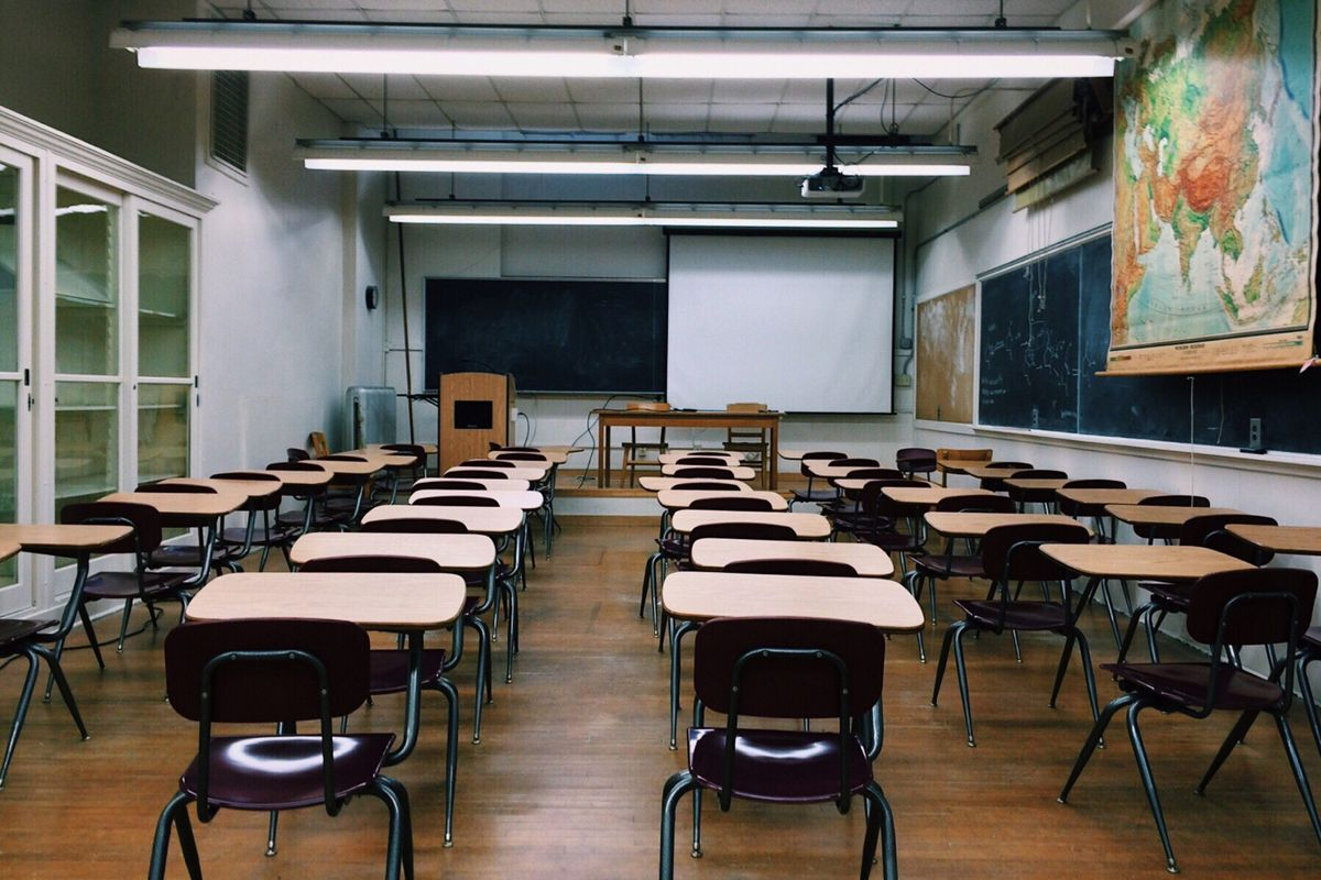 Classroom of empty desks and chairs.