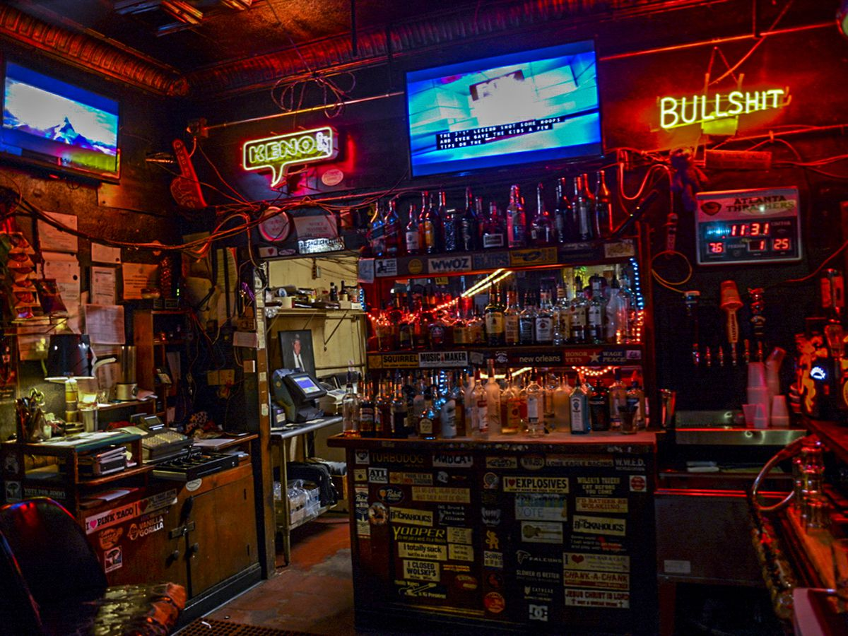 10 atlanta dive bars for all your valentine 39 s day needs for Bar dive