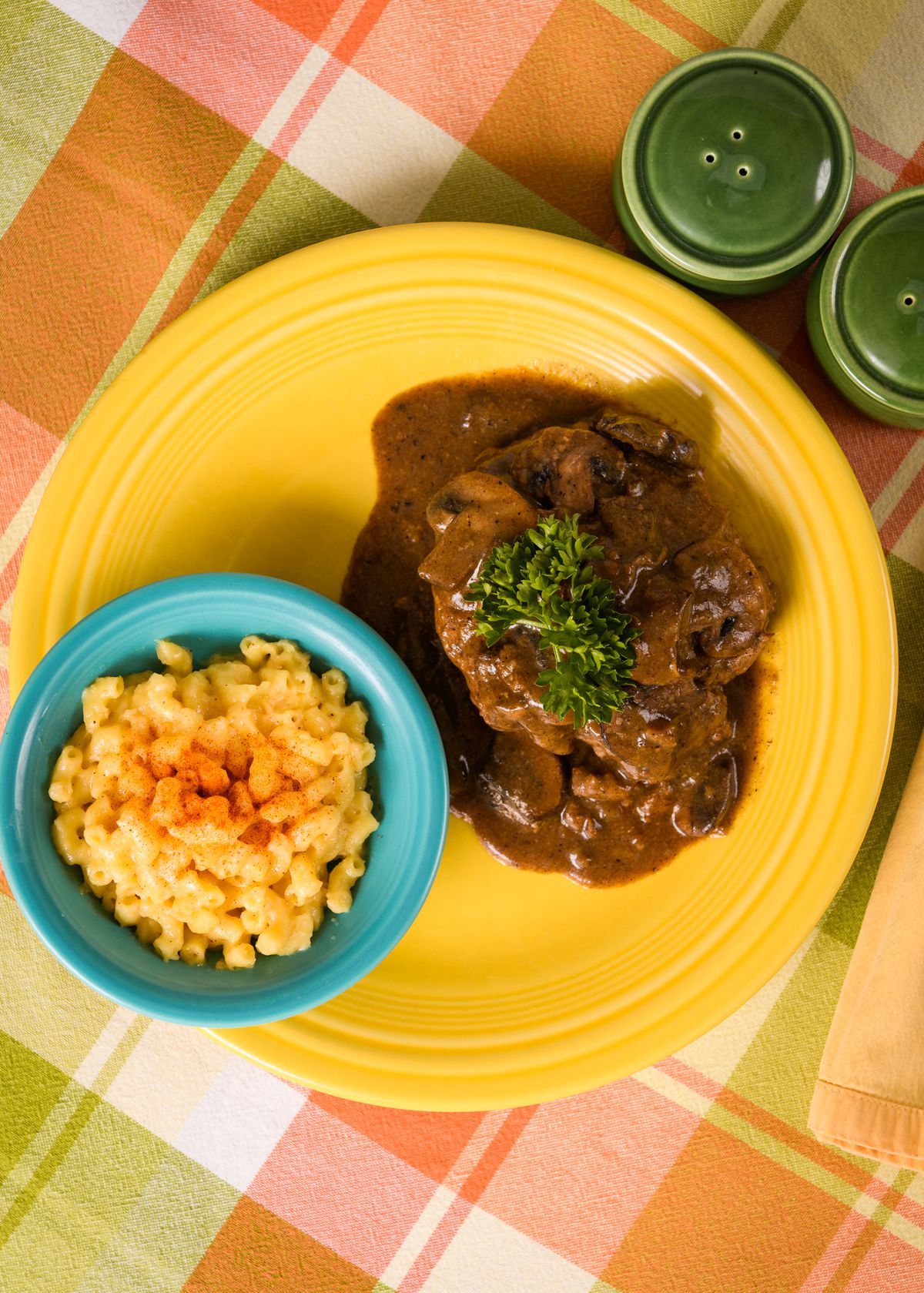 Picture of salisbury steak and macaroni and cheese