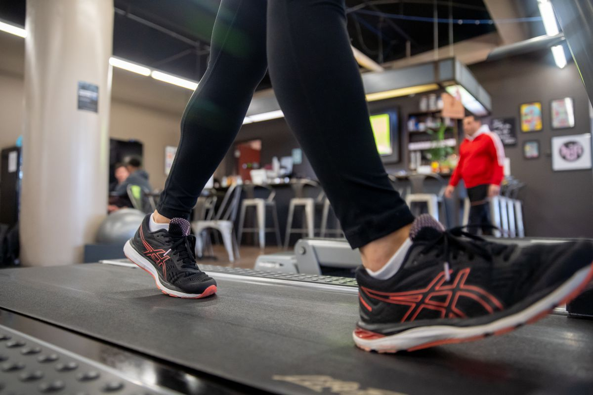 When walking on a treadmill, pull your navel in toward your spine as you step with your heel and then toe, on each foot.