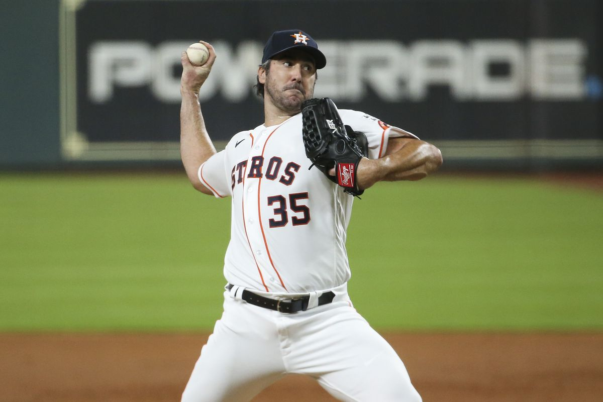 Houston Astros starting pitcher Justin Verlander delivers a pitch during the third inning against the Seattle Mariners at Minute Maid Park.