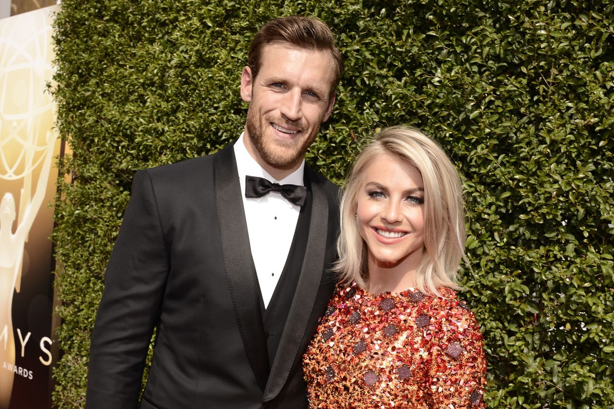 Brooks Laich, left, and Julianne Hough arrive at the Television Academy's Creative Arts Emmy Awards at Microsoft Theater on Saturday, Sept. 12, 2015, in Los Angeles. (Photo by Dan Steinberg/Invision for the Television Academy/AP Images)