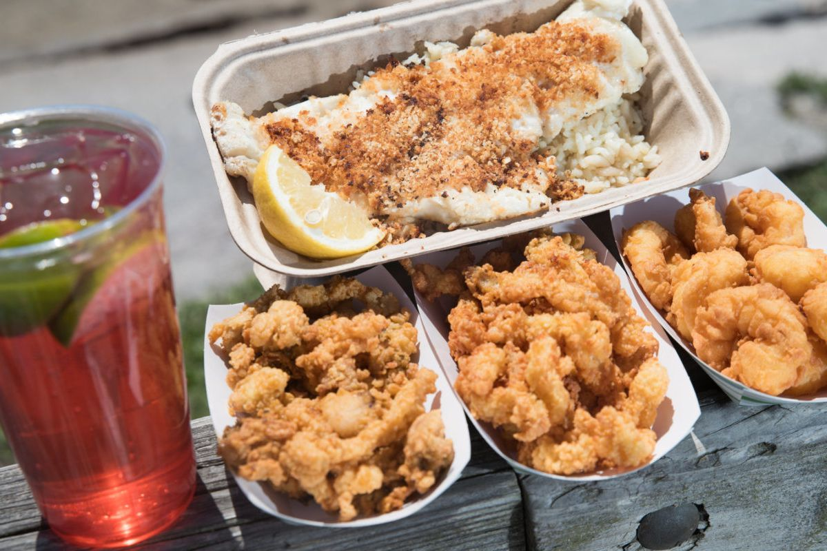 Fried clams and more, with a raspberry lime rickey, in casual takeout-style containers