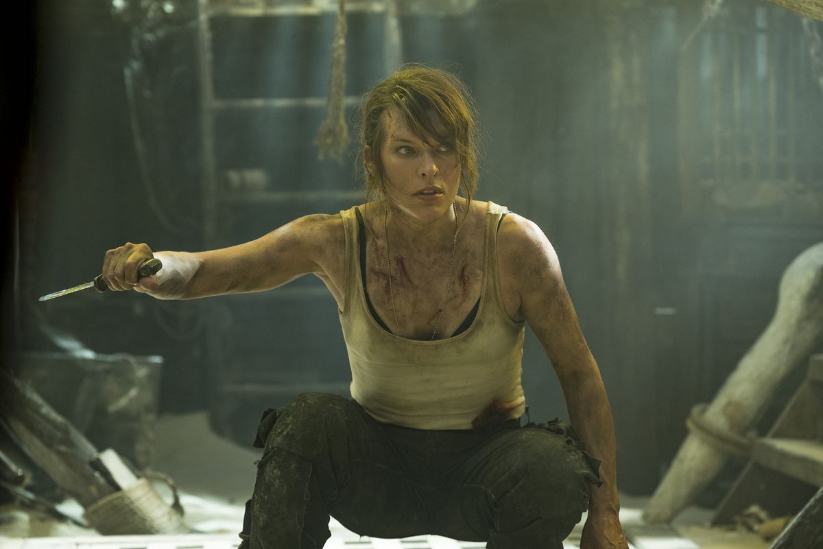 Milla Jovovich in Monster Hunter in a wifebeater holding a knife and being real dirty