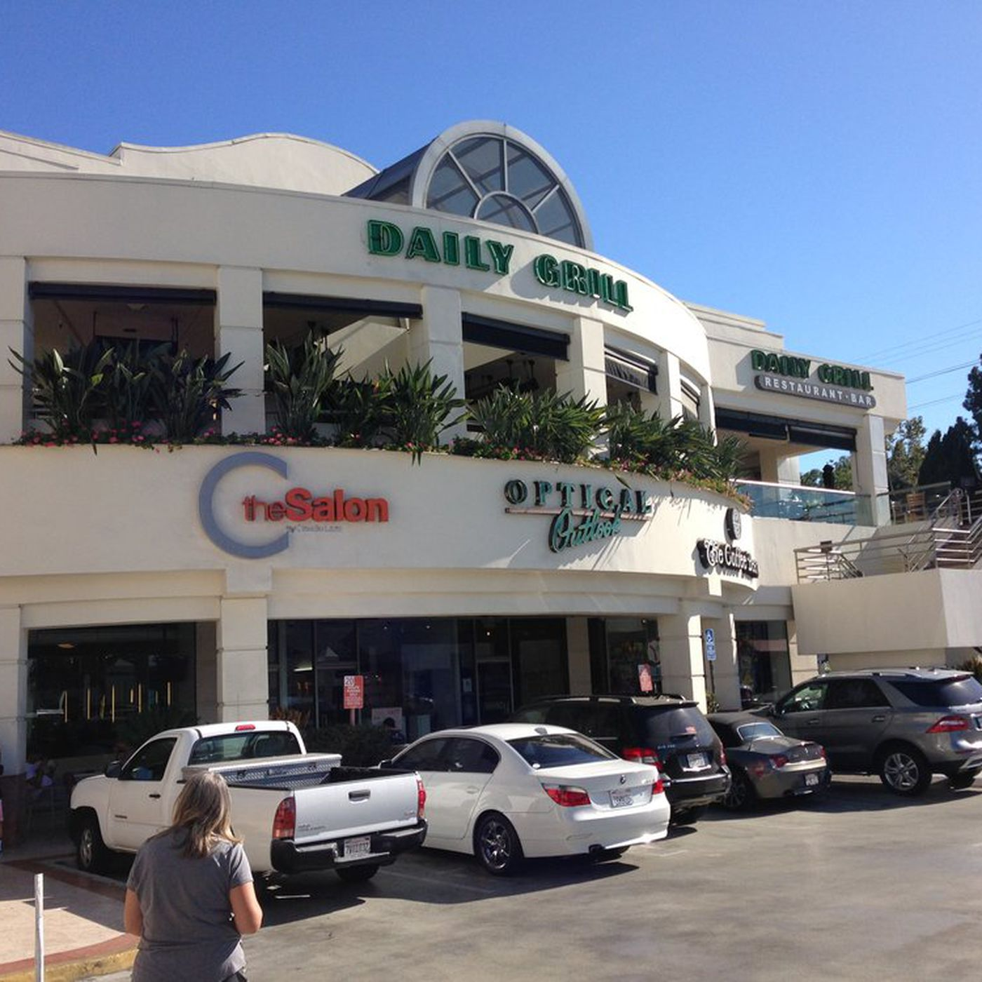 Studio City S Defunct Daily Grill Returns This Summer As Laurel Point Eater La
