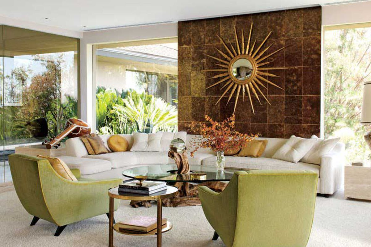 """Image via <a href=""""http://www.architecturaldigest.com/celebrity-homes/2012/photographer-steven-meisel-beverly-hills-home-article"""">Architectural Digest</a>"""