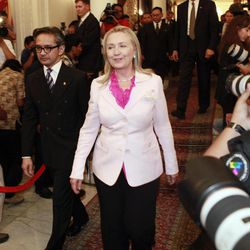 US State Secretary Hillary Rodham Clinton, center, walks with Indonesian Foreign Minister Marty Natalegawa after their meeting in Jakarta, Indonesia, Monday, Sept. 3, 2012.