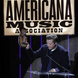 """Jason Isbell accepts the award for Song of the Year for """"Alabama Pines"""" at the 11th annual Americana Honors & Awards, Wednesday Sept. 12, 2012, in Nashville, Tenn."""